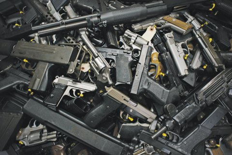 Dickey-fe0121-Guns-Wide1