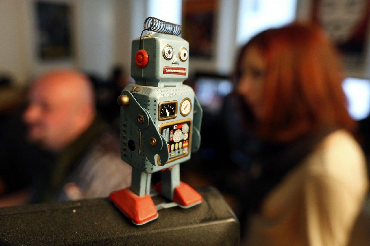 12-13-13_NW0145_Robot