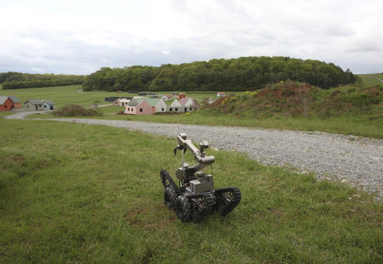 2.21_NW0508_MilitaryRobots