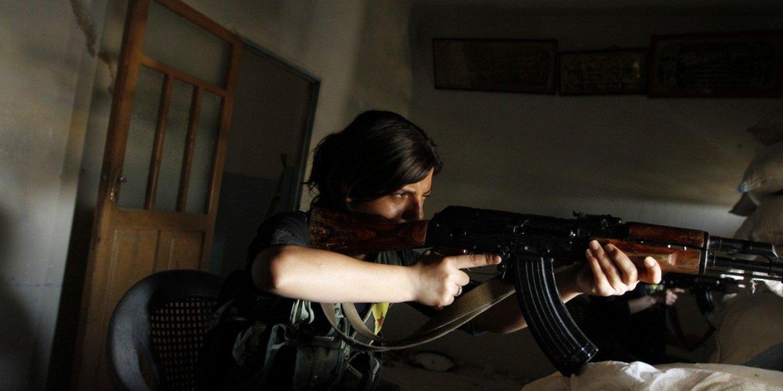 3.7_PG0110_WomenSyria_01