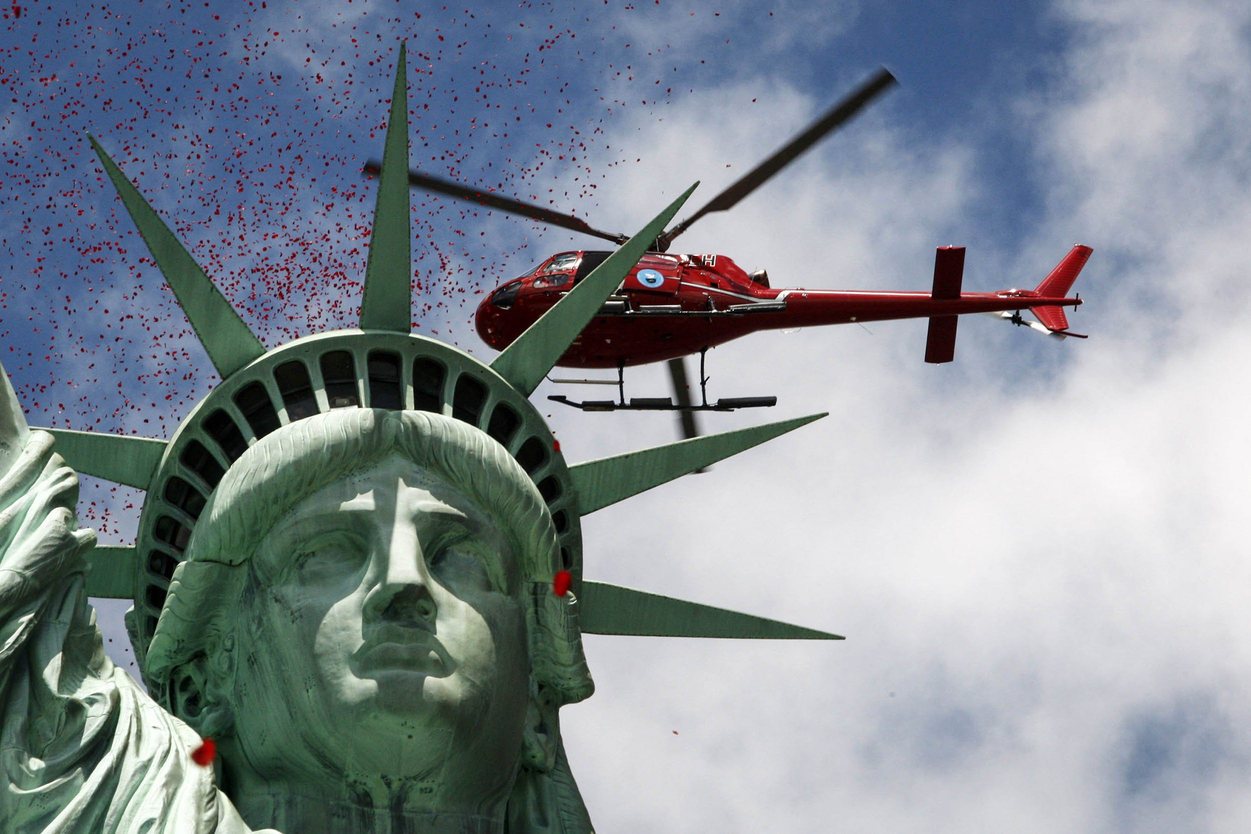 6.6_Statue_Helicopter