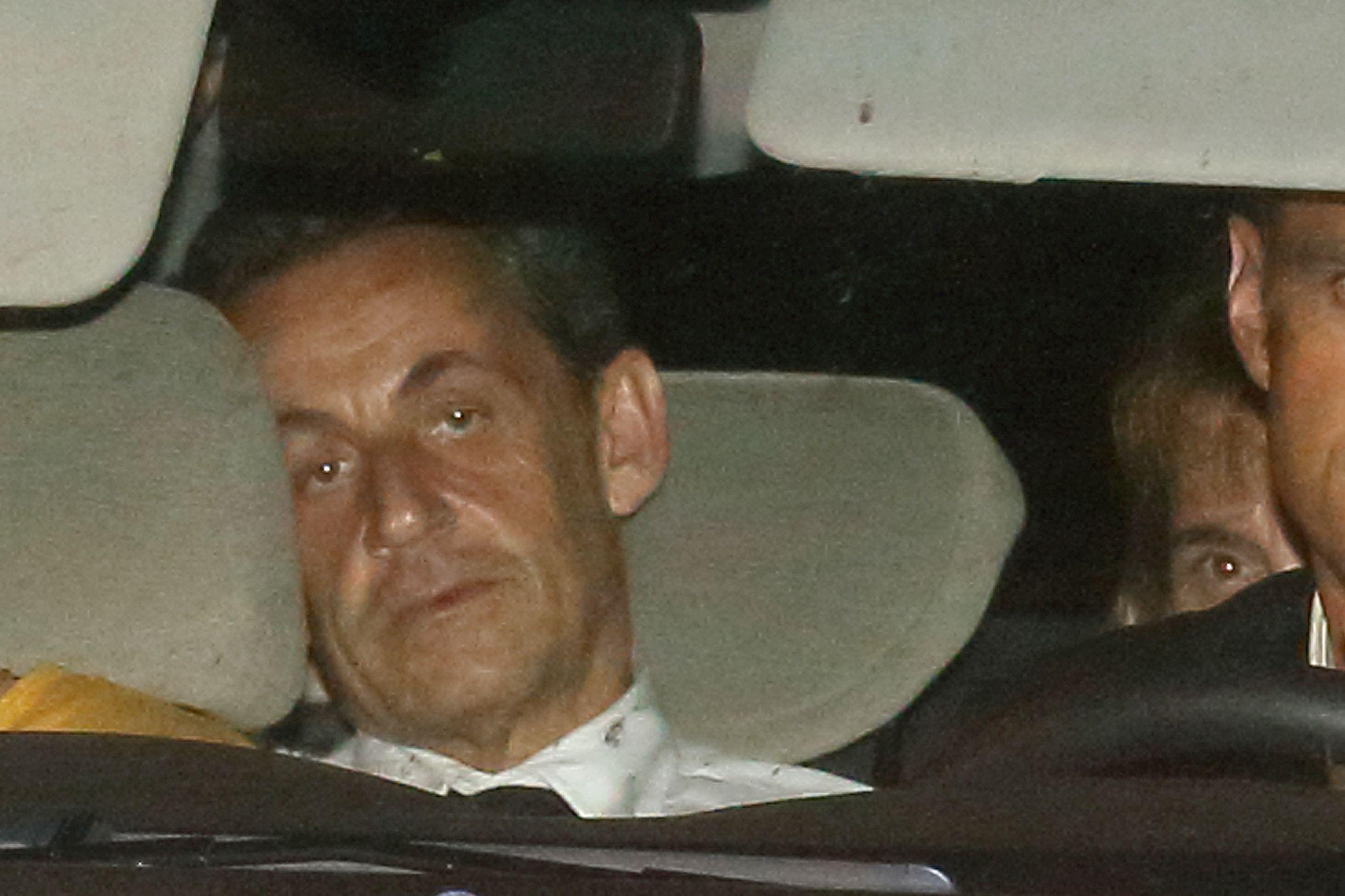 Sarkozy arrives with police