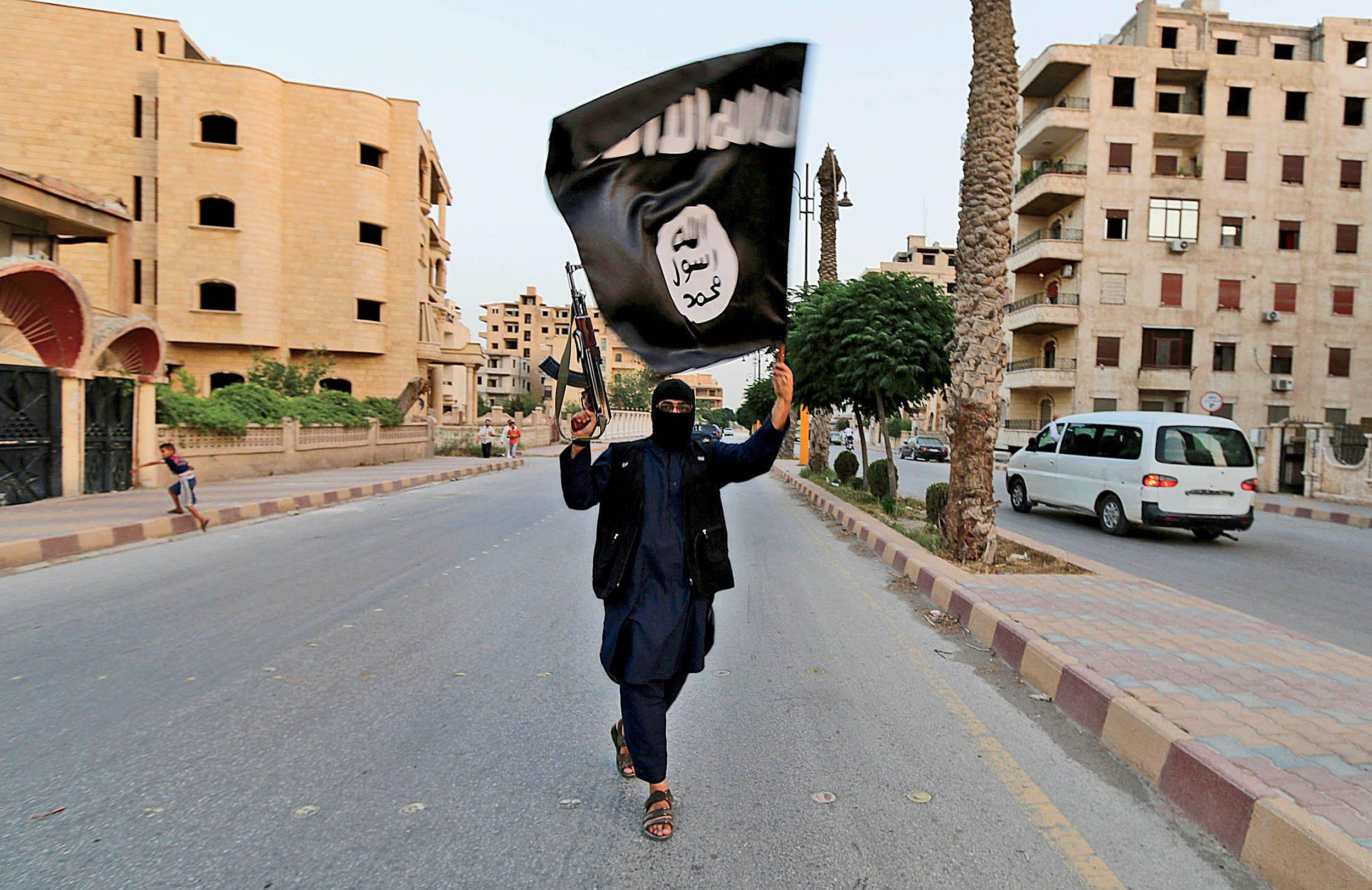 7_11_PG0203_ISIS_01