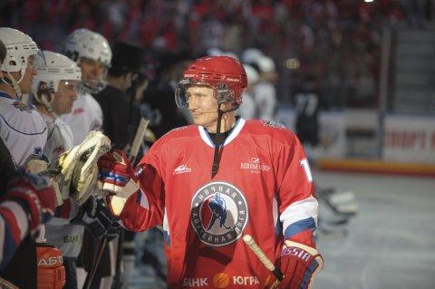Putin playing ice hockey