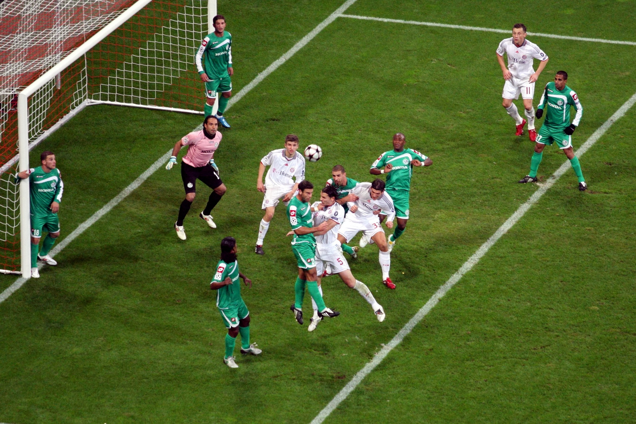 Bayern_Munich_vs_Maccabi_Haifa_(4136842616)