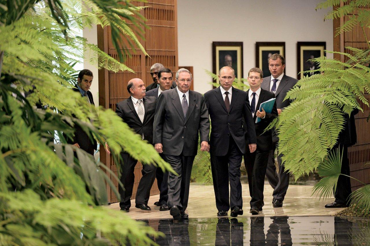 08_15_PutinCastro_01