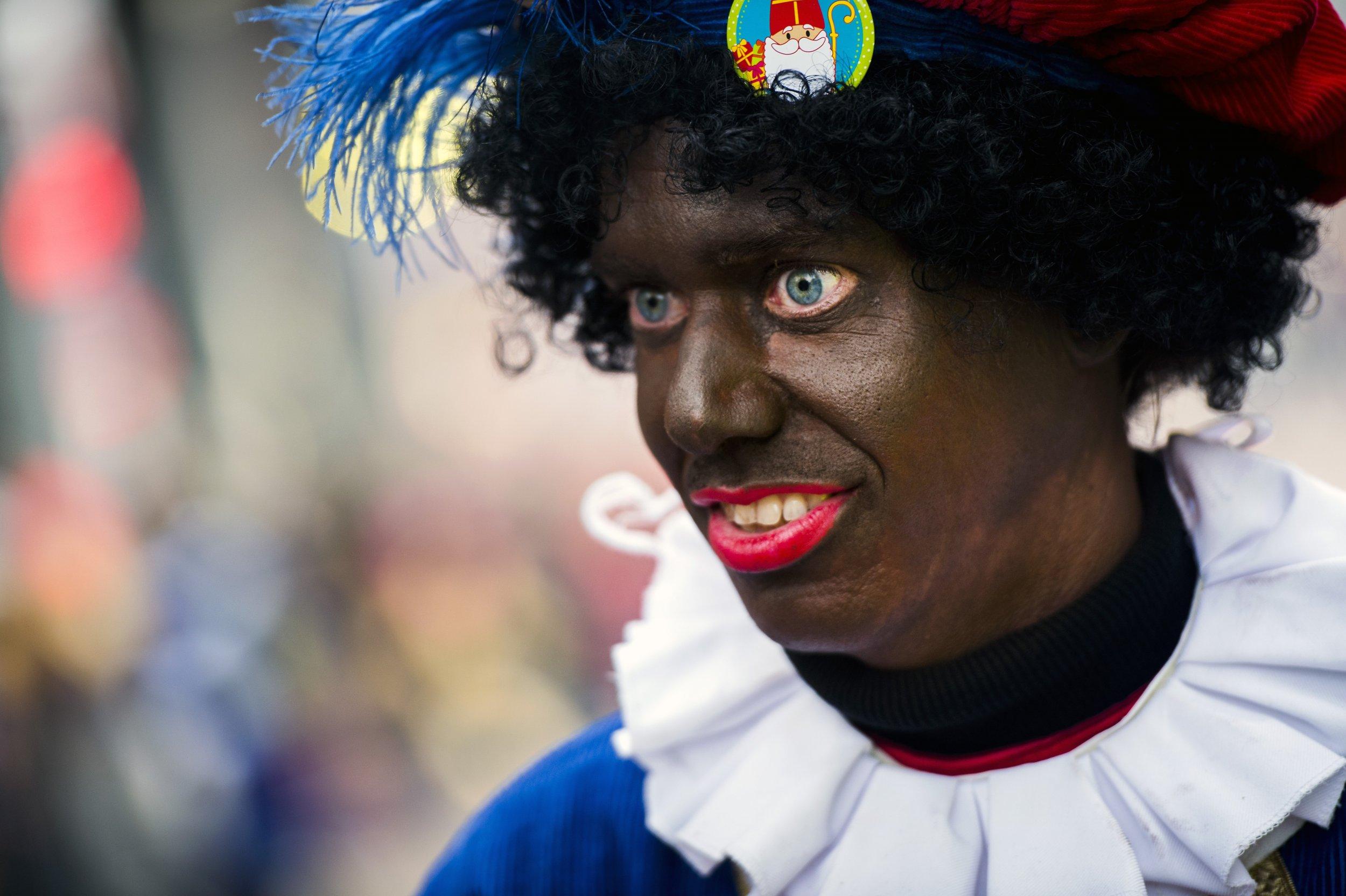 Dutch Christmas.Dutch Santa S Racist Helper Black Pete To Be Given Slow