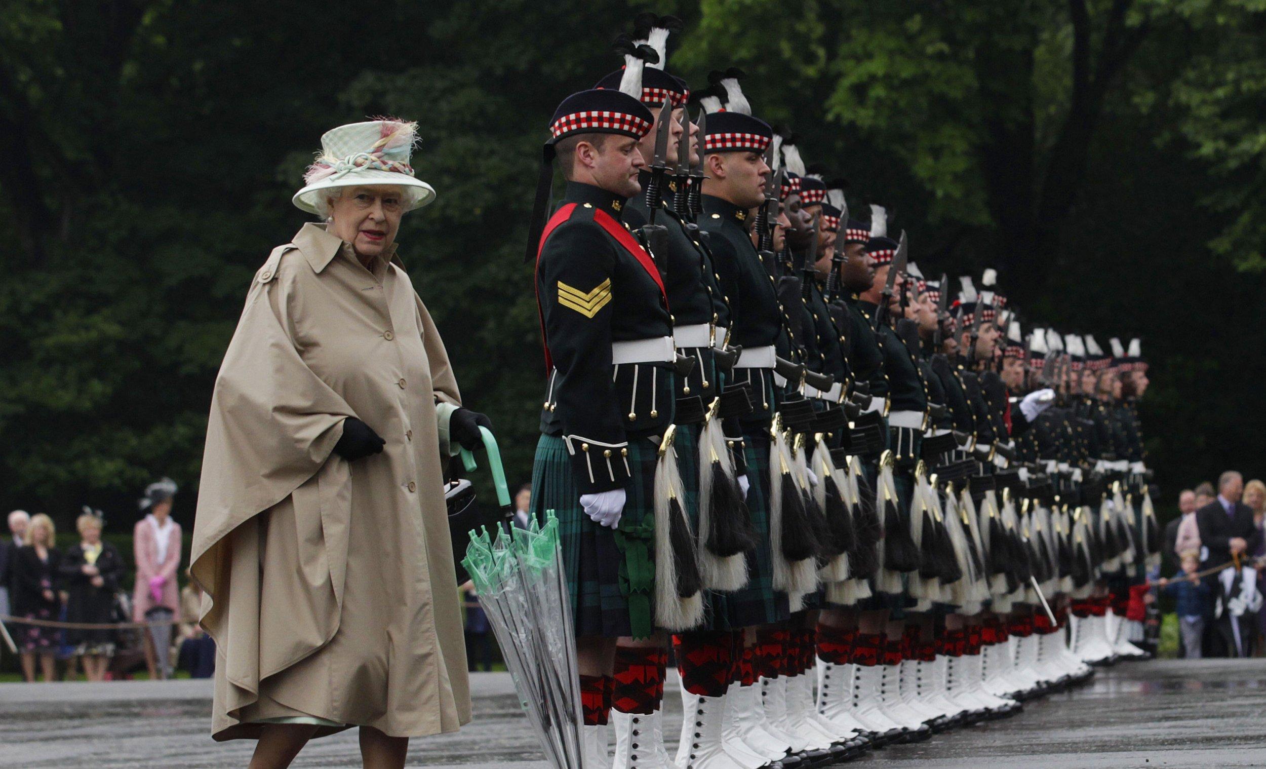 Queen Elizabeth with soldiers