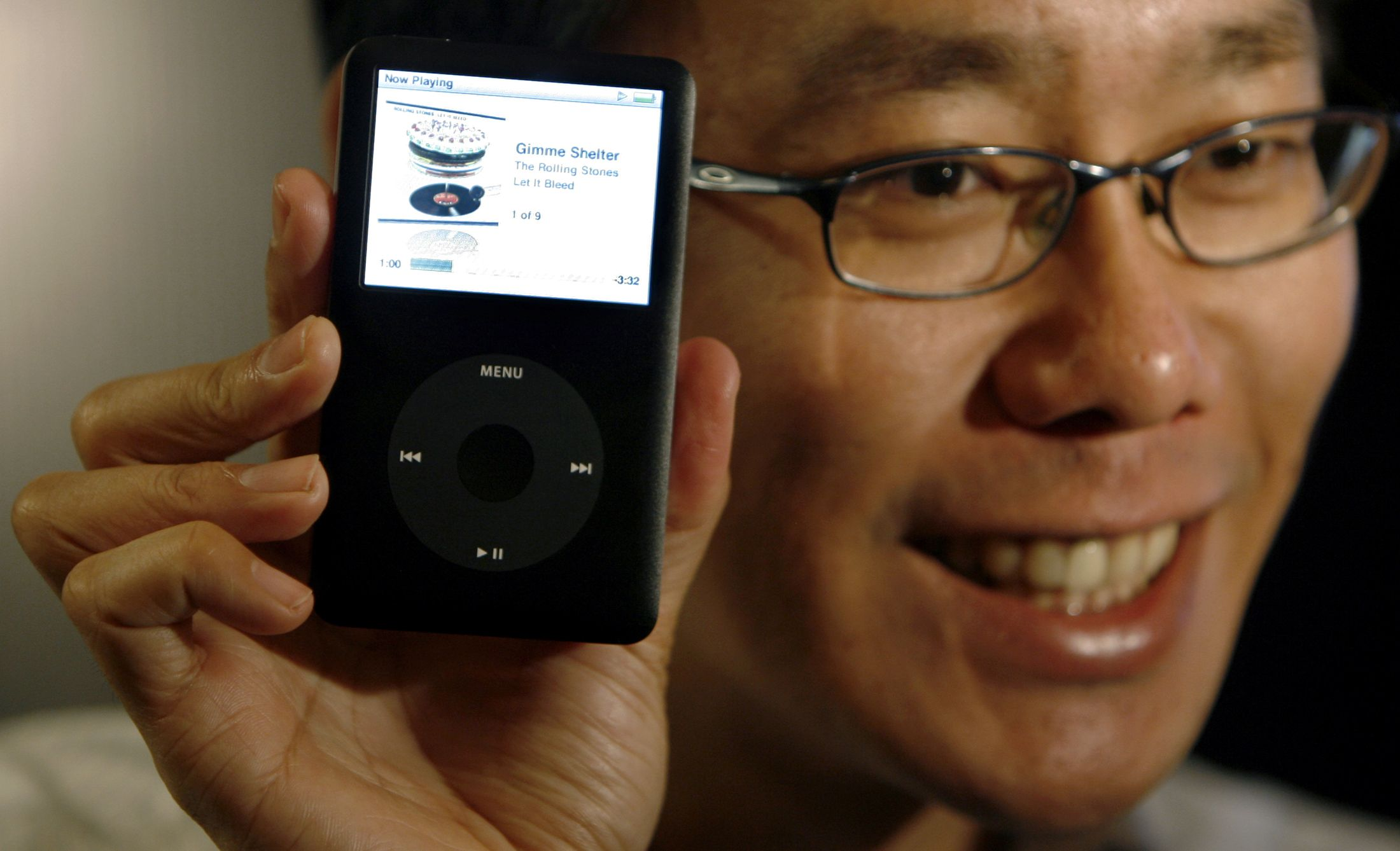 """Apple Asia Pacific Senior Manager, Yeo Eng Yiong poses with the new """"iPod Classic"""" during its launch in Mumbai September 13, 2007."""