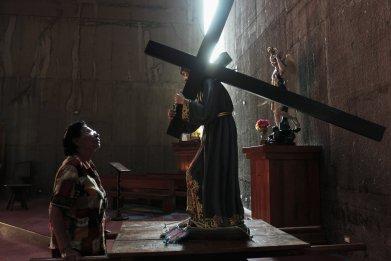RTR3MOU6-jesus-crucifix