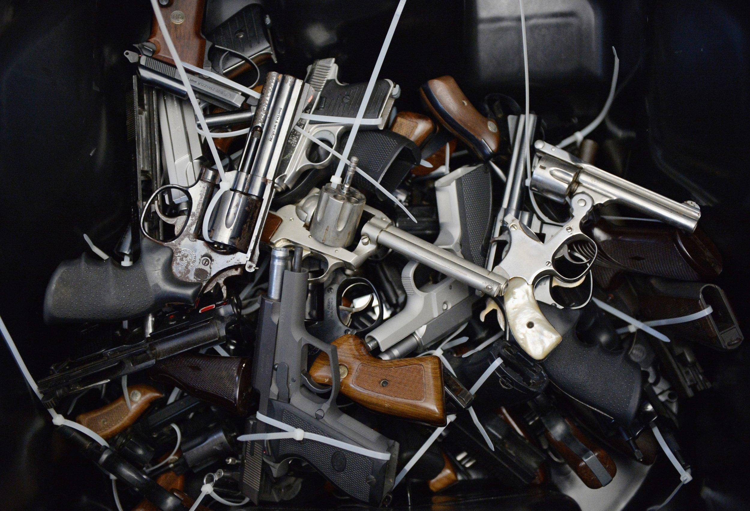 pile o guns