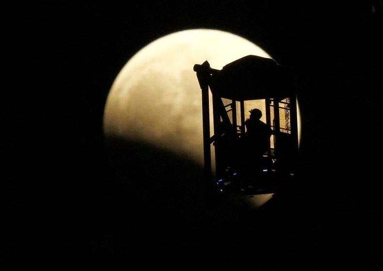 10-8-14 Lunar eclipse ferris wheel