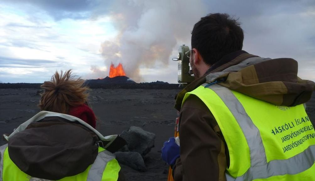 researchers-volcano