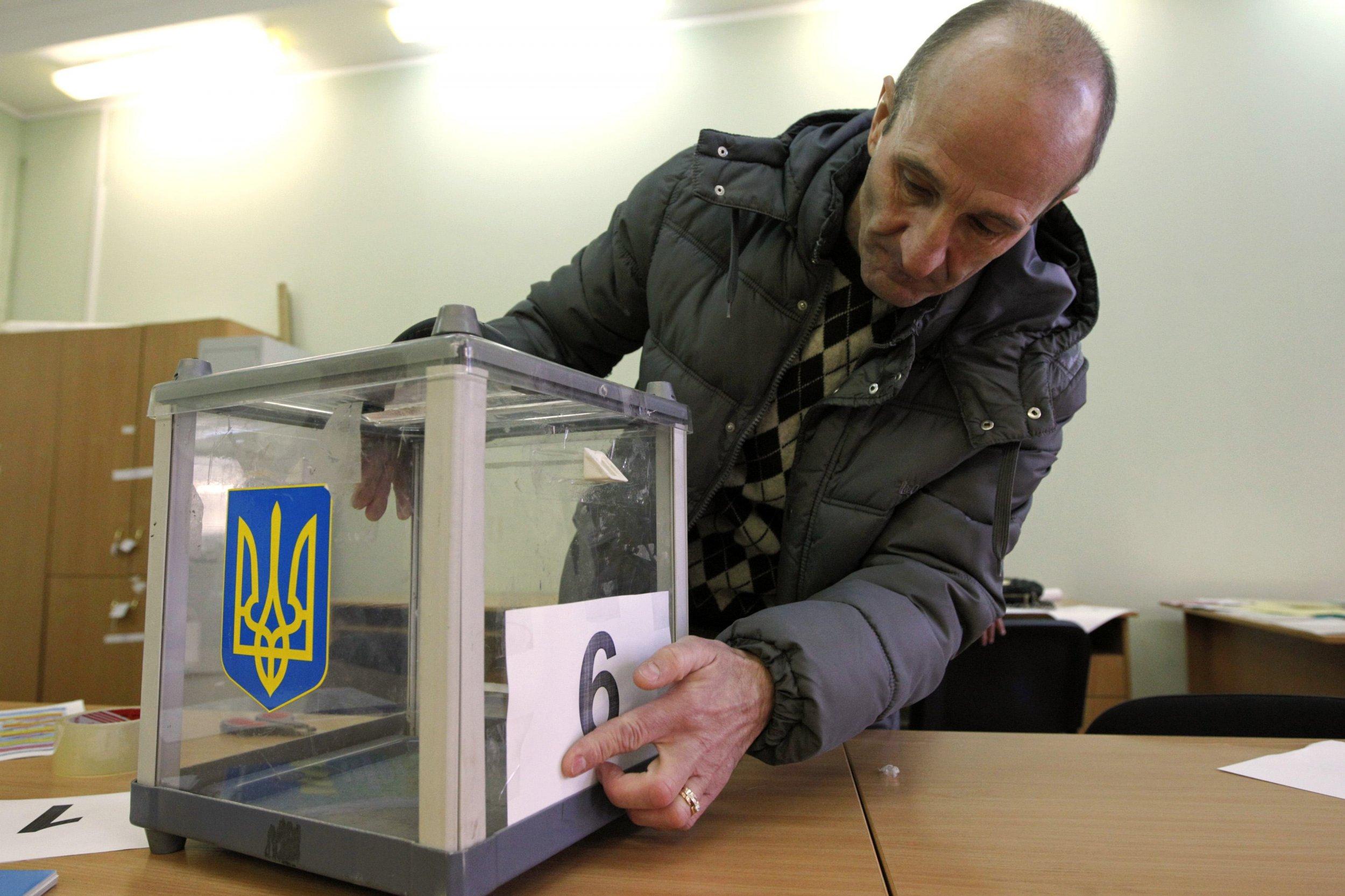 2014-10-25T181552Z_2_LYNXNPEA9O082_RTROPTP_4_UKRAINE-CRISIS-ELECTIONS