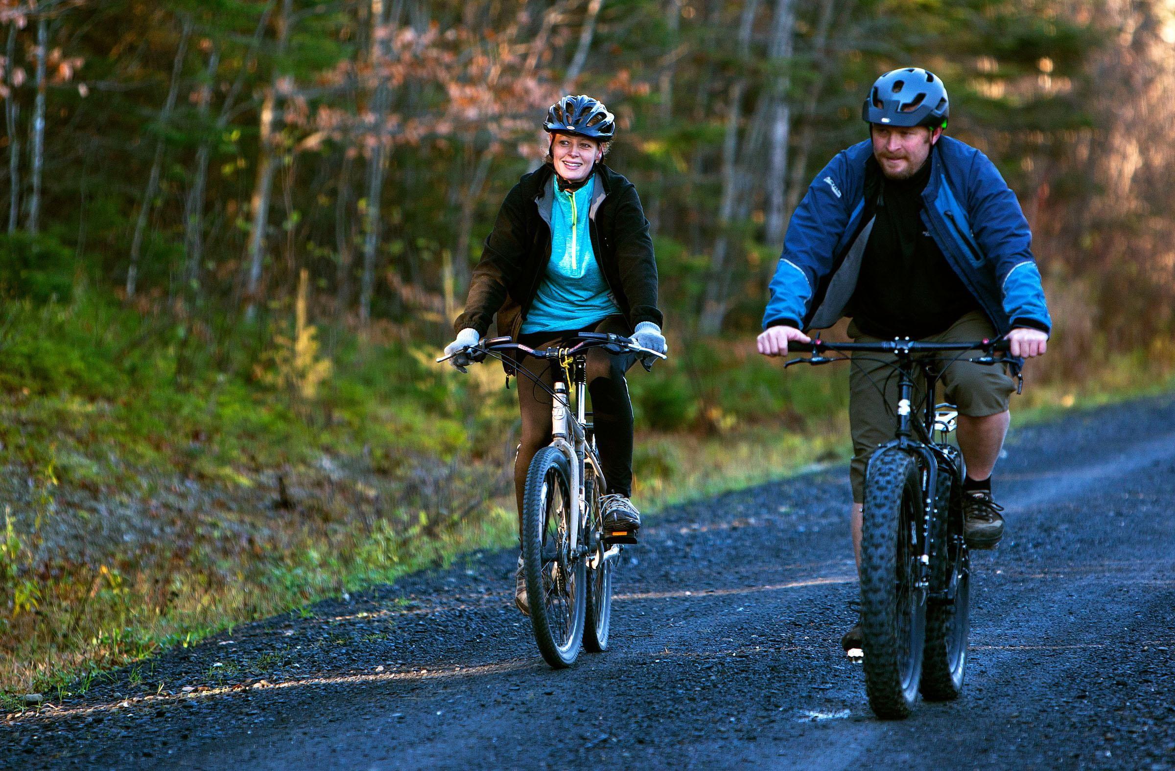 Bike riding nurse defies ebola quarantine on collision for Bike rides in maine