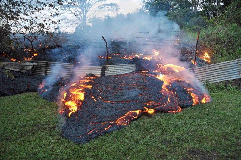National Guard Deployed Hawaii Lava Kilauea Volcano Nears Town 281187 on Danger Sign Update