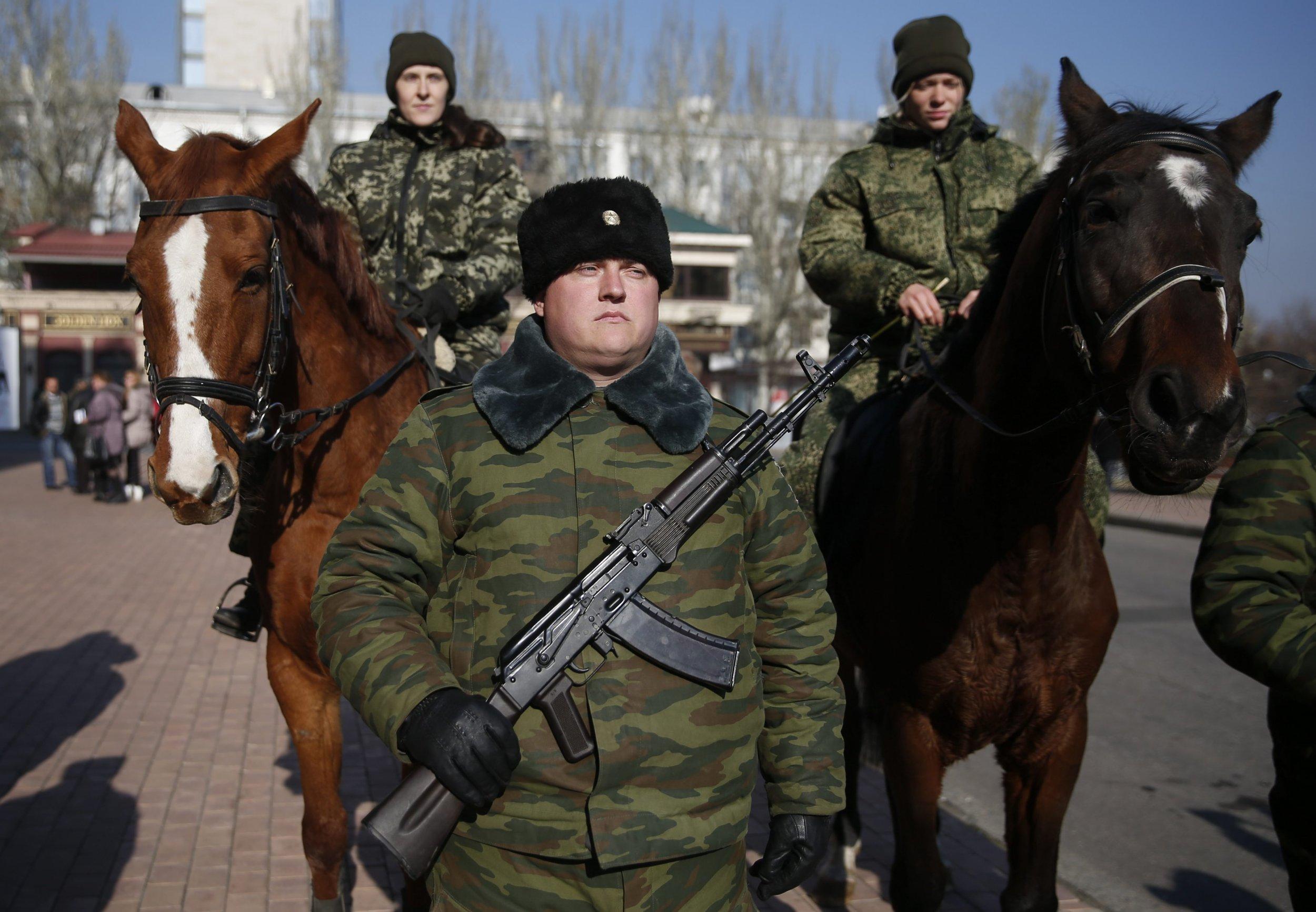 2014-11-04T130922Z_1203584719_GM1EAB41MNW01_RTRMADP_3_UKRAINE-CRISIS-REBEL-CEREMONY