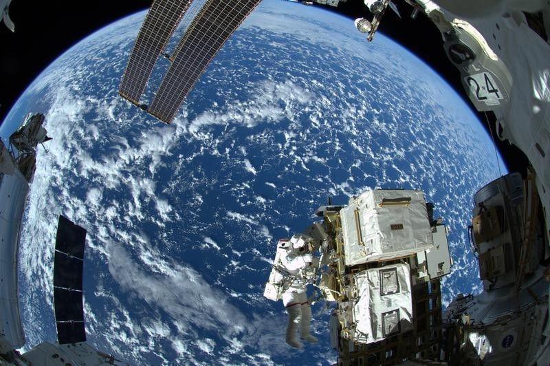 How Reid Wiseman Tweeted Through His Space Mission