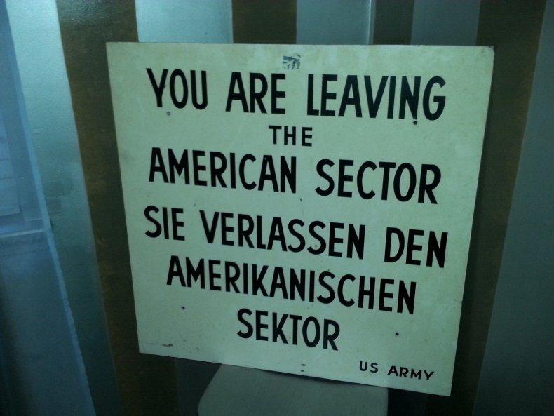 11-10-14 Berlin Wall Della Lana sign