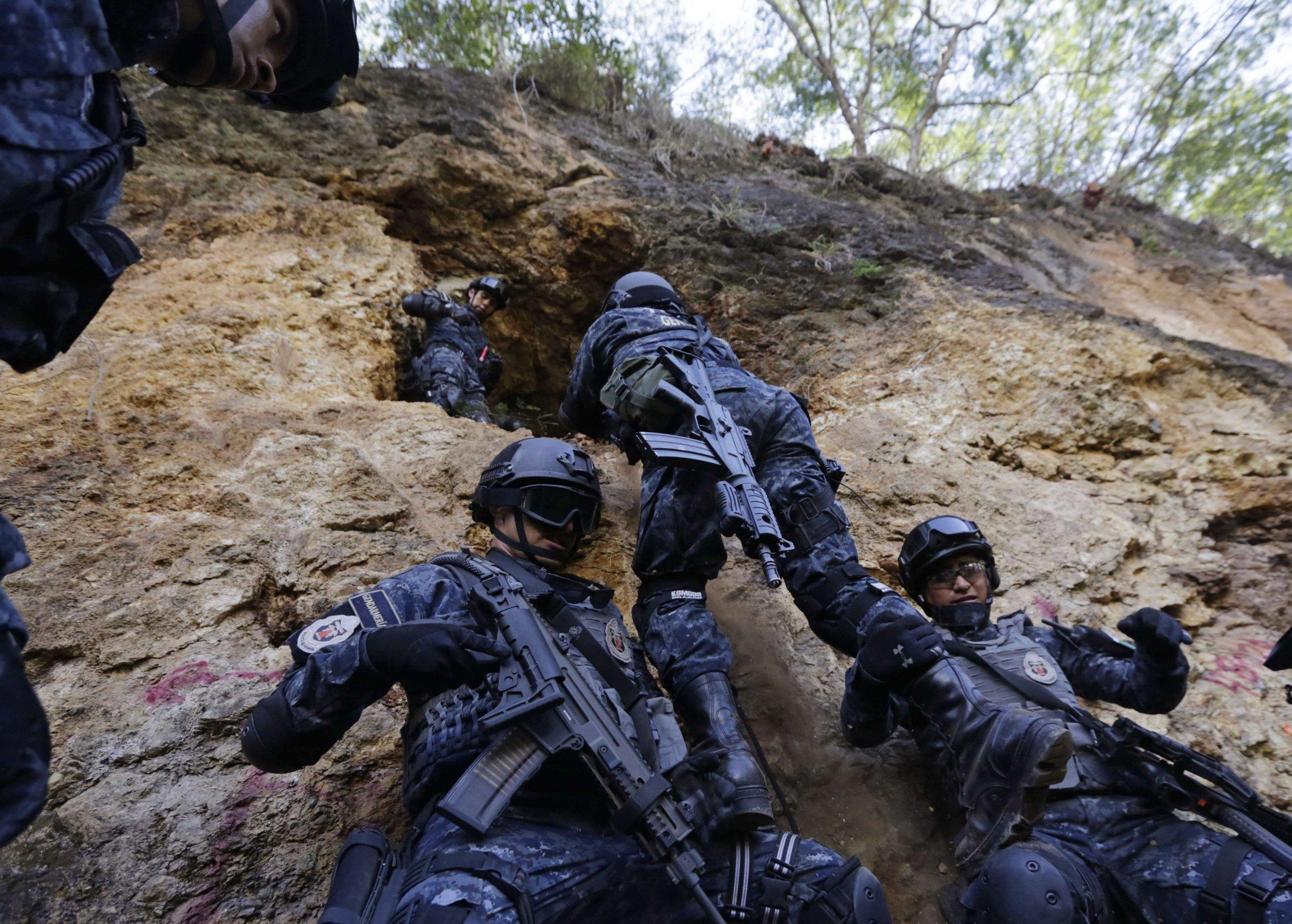 2014-11-14T142219Z_1_LYNXNPEAAD0Q4_RTROPTP_4_MEXICO-VIOLENCE