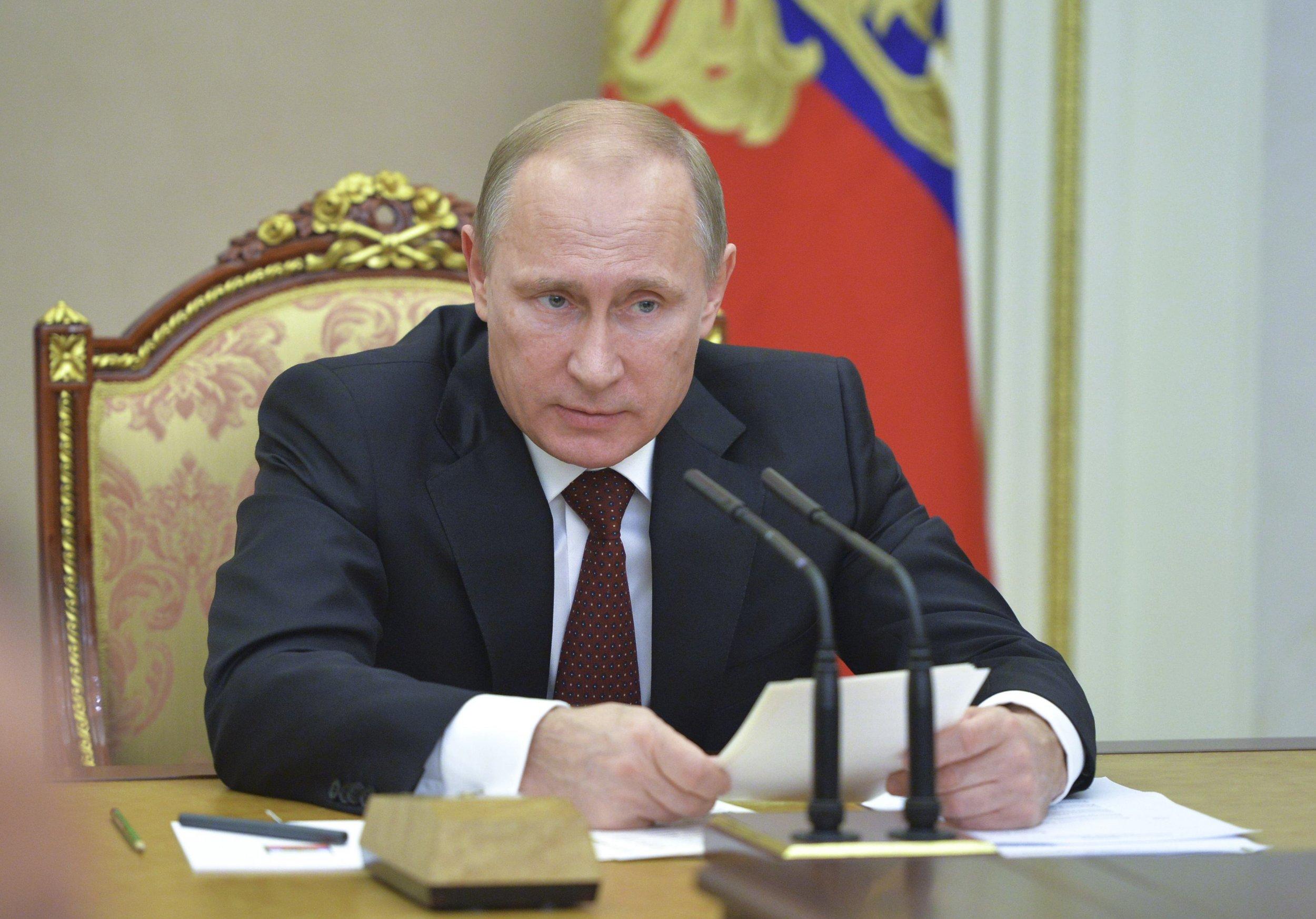 2014-11-20T153814Z_383223650_GM1EABK1TL201_RTRMADP_3_RUSSIA-POLITICS