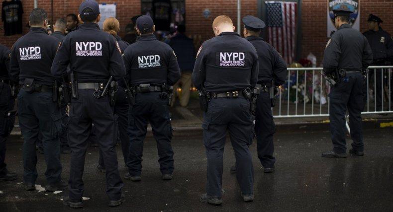 2014-12-23T172150Z_1_LYNXMPEABM0Q1_RTROPTP_4_USA-NEWYORK-POLICE
