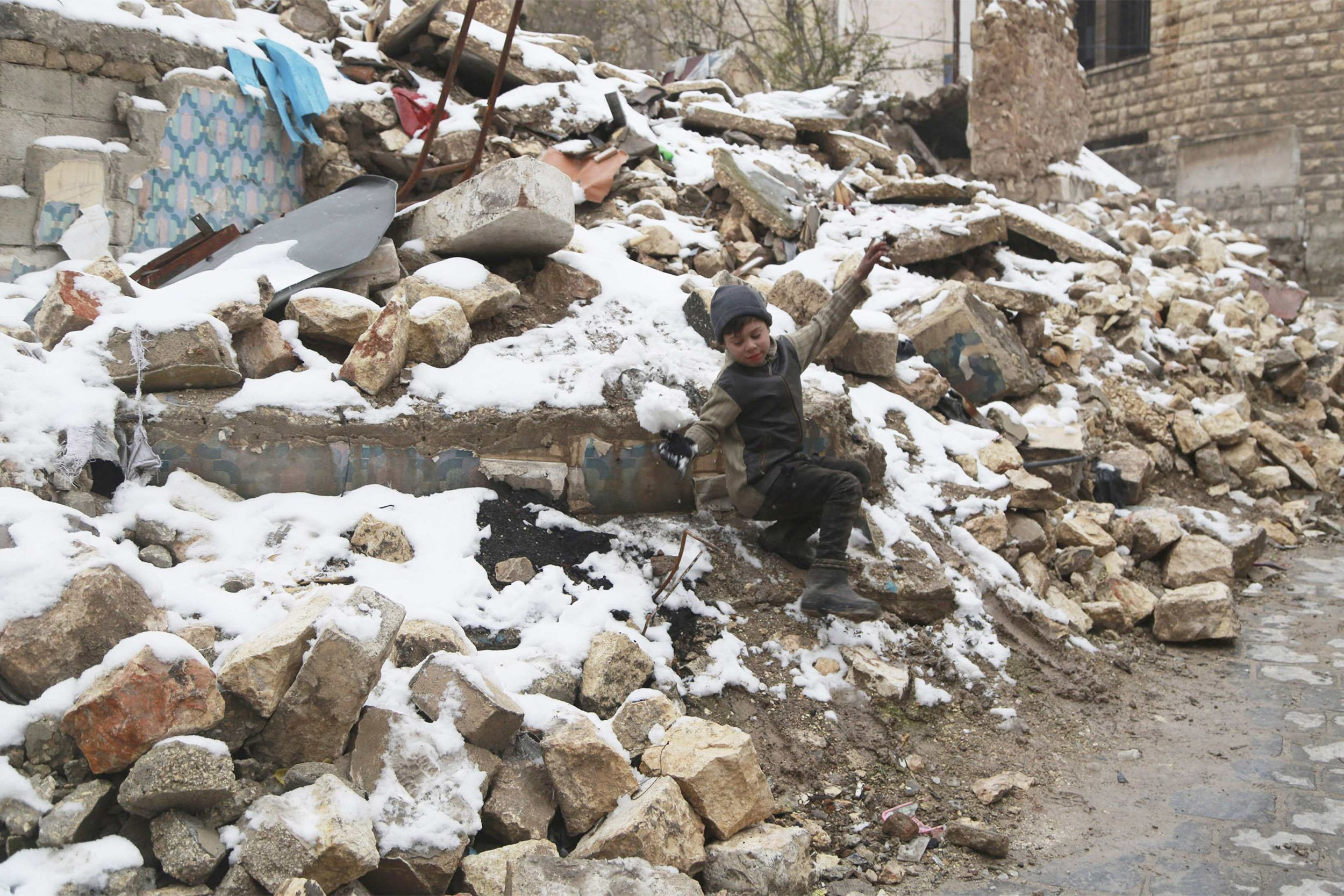 2015-01-12T162952Z_1348559358_GM1EB1D01AU01_RTRMADP_3_SYRIA-CRISIS