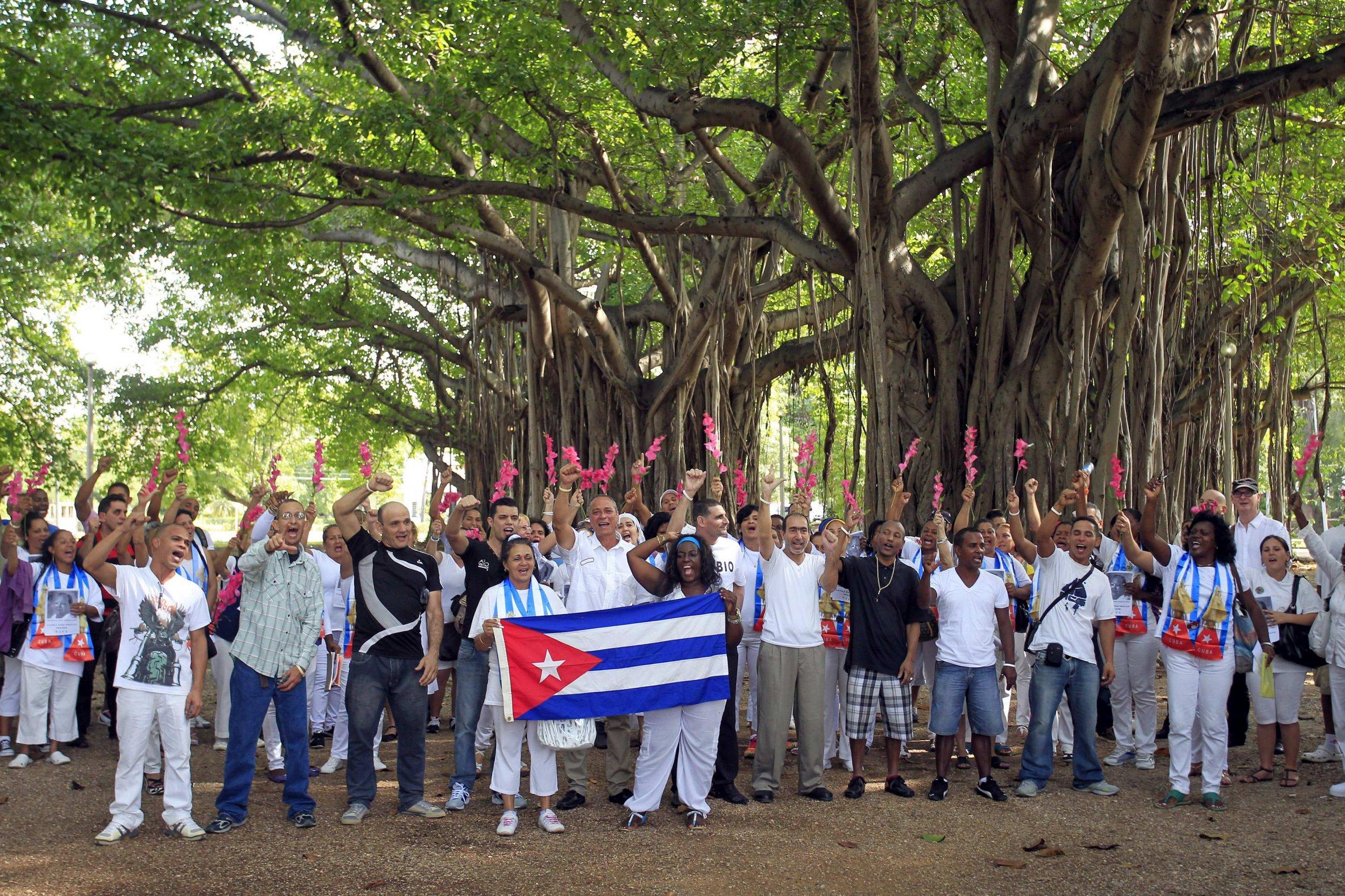 2015-01-13T192145Z_2_LYNXMPEB0C0RS_RTROPTP_4_USA-CUBA-PRISONERS