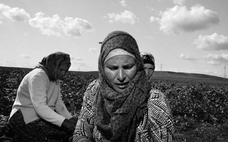 03_tunisia_women_laborers