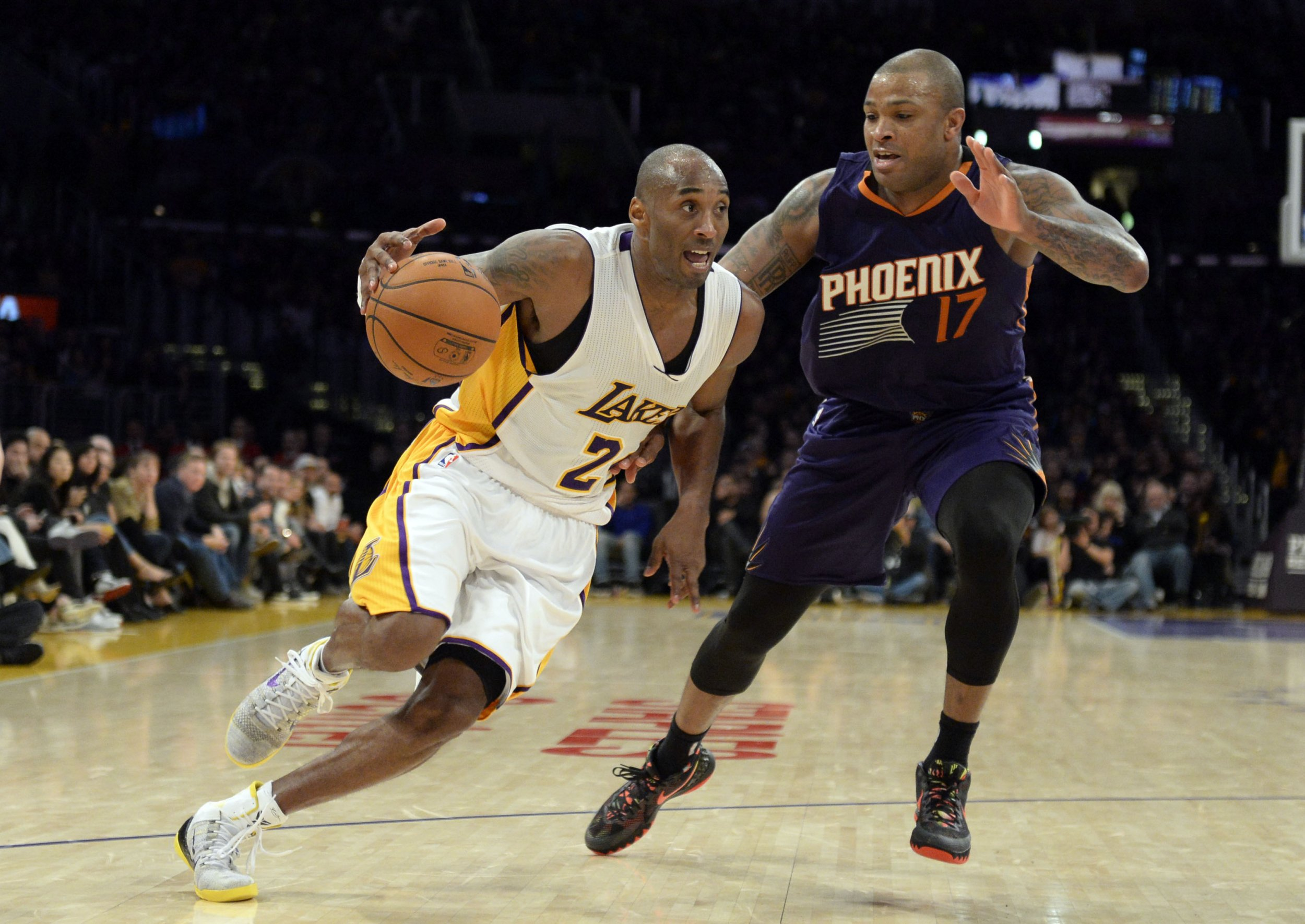 2014-12-29T044928Z_774043271_NOCID_RTRMADP_3_NBA-PHOENIX-SUNS-AT-LOS-ANGELES-LAKERS