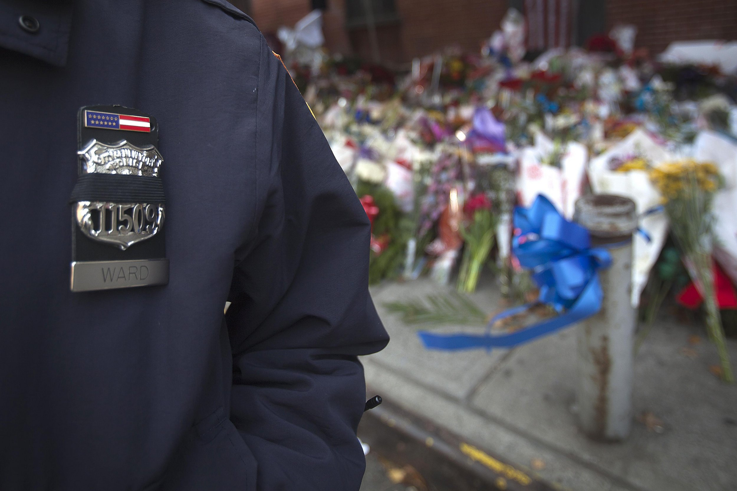 2014-12-25T223628Z_1382581327_GM1EACQ0I5T01_RTRMADP_3_USA-NEWYORK-POLICE