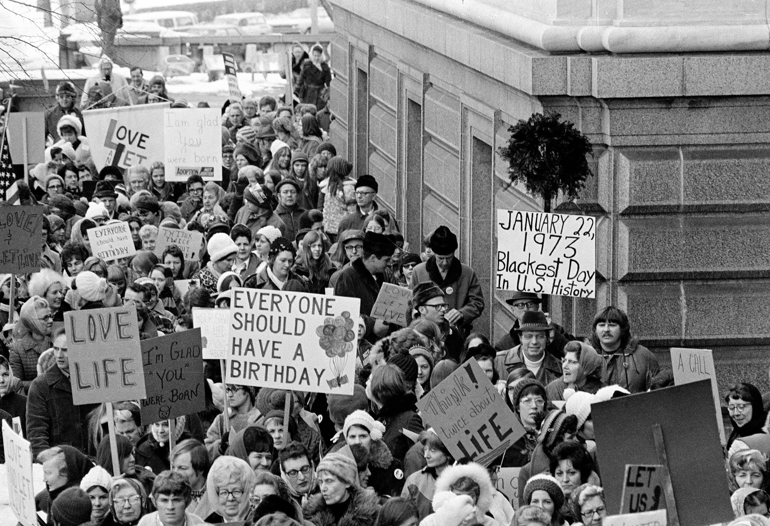 roe v wade and the issue on abortion Roe v wade and its impact  the anonymous jane roe challenged the texas  religioustoleranceorg has brought together all sides of the abortion issue.