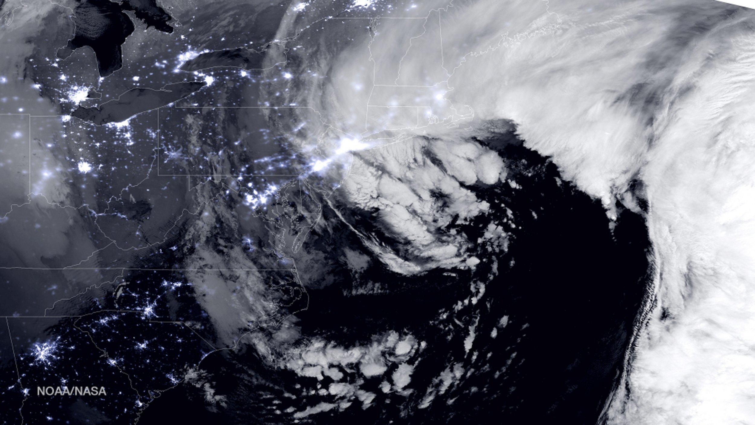 2015-01-27T161933Z_1624093598_TM3EB1R0V8C01_RTRMADP_3_USA-WEATHER-STORM