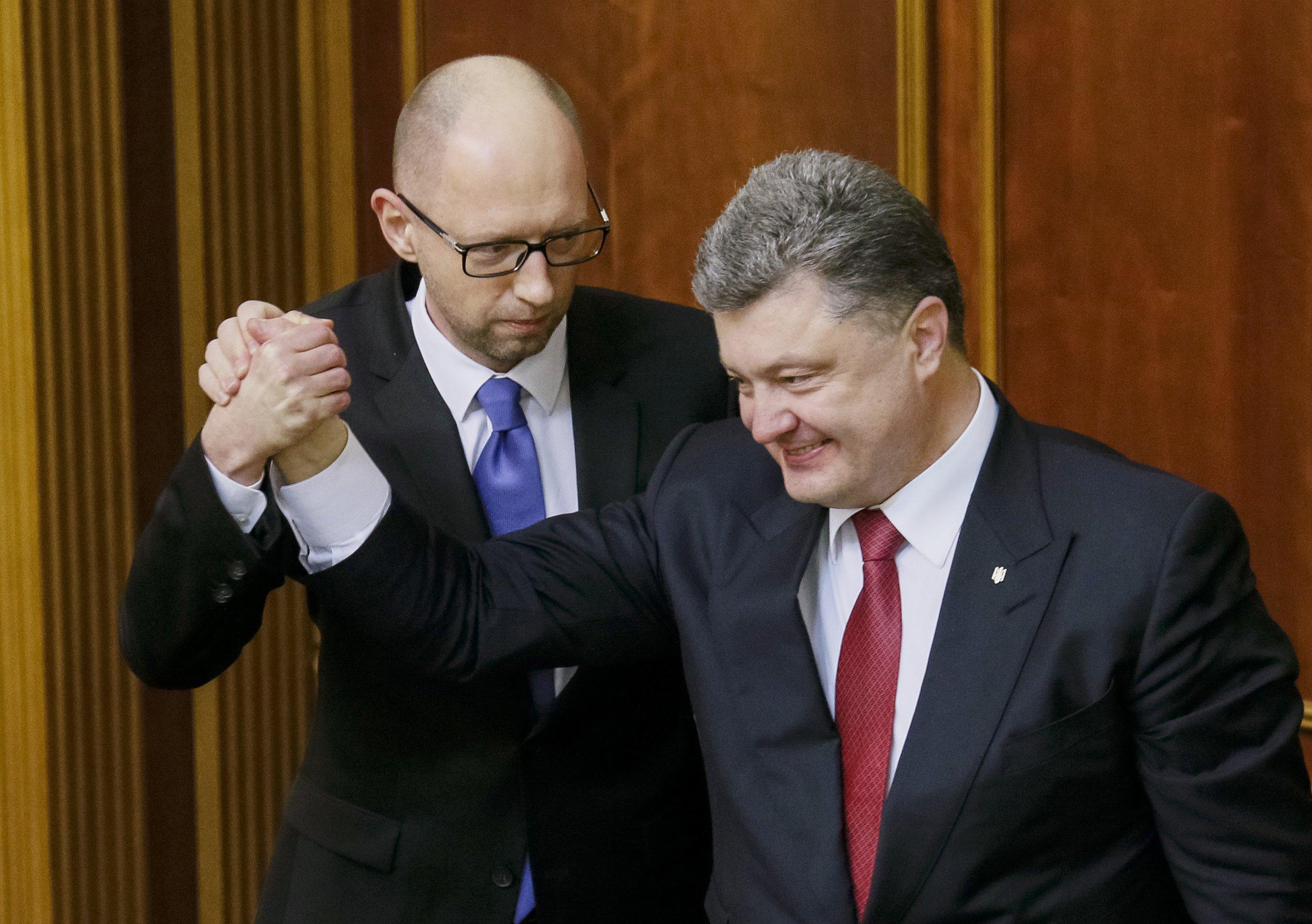 Ukrainian Prime Minister Arseny Yatseniuk (L) and President Petro Poroshenko (R)
