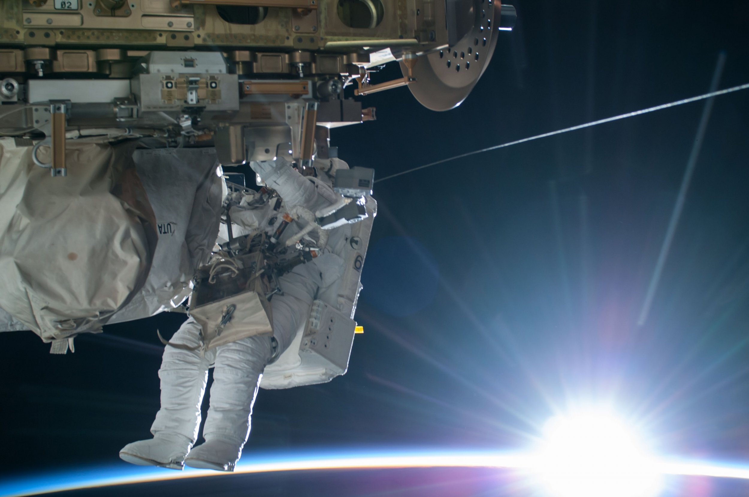2015-02-25T155053Z_1316189460_TM3EB2P0SXW01_RTRMADP_3_USA-SPACE-SPACEWALK