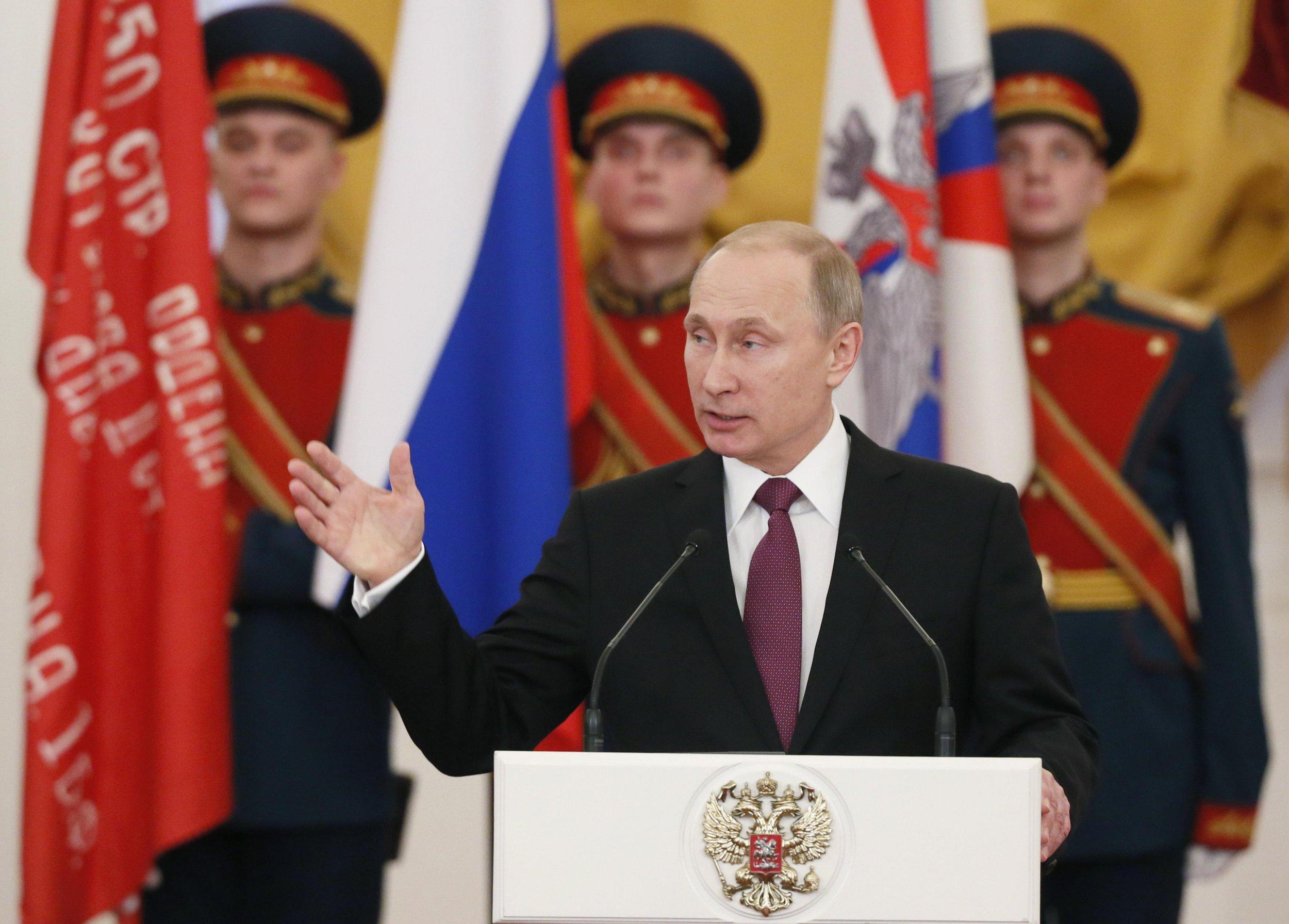 2015-02-20T125331Z_1365434155_GM1EB2K1LYR01_RTRMADP_3_RUSSIA-POLITICS