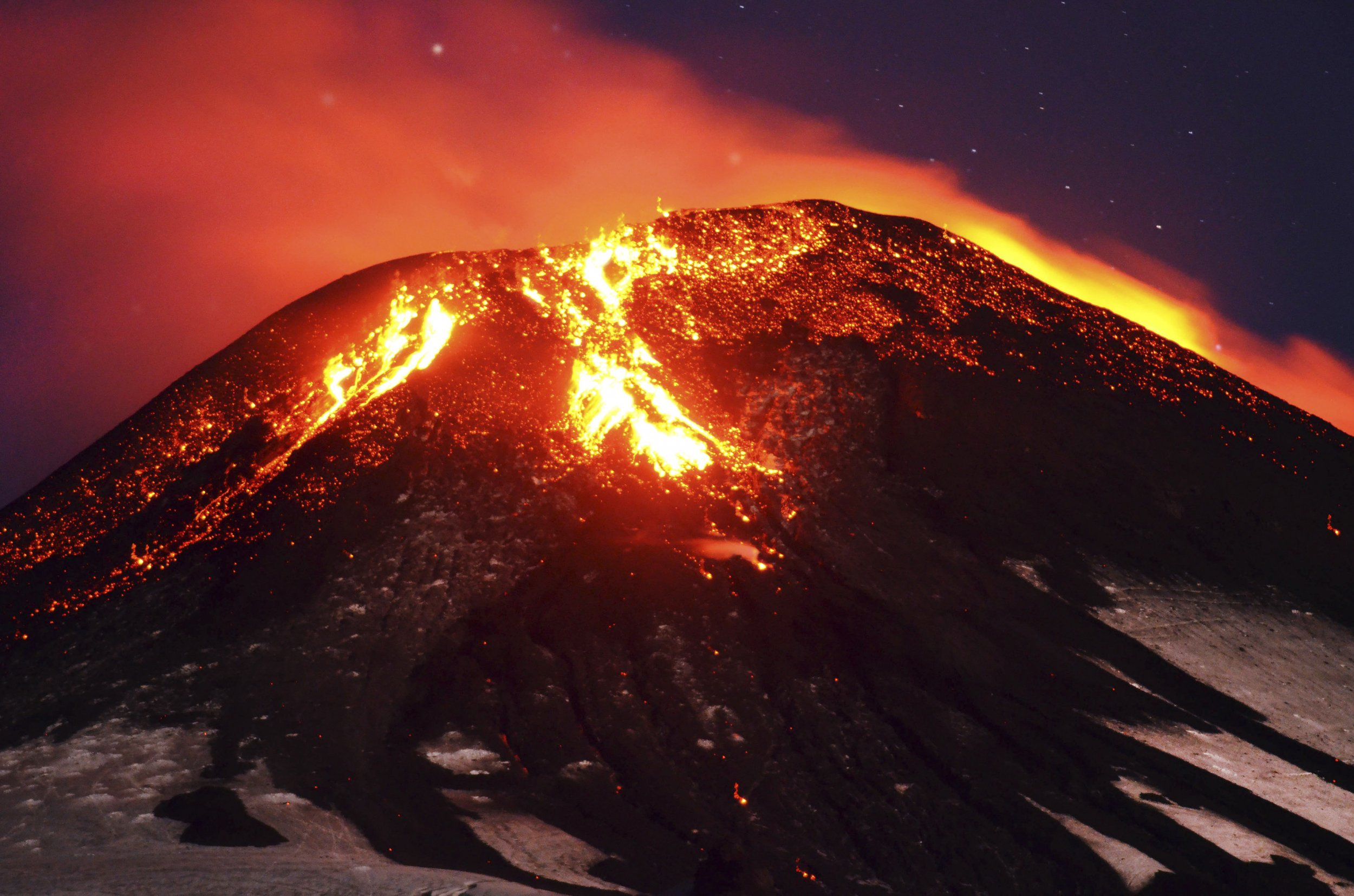 This Is Not A Fireworks Show Villarrica Volcano Erupts