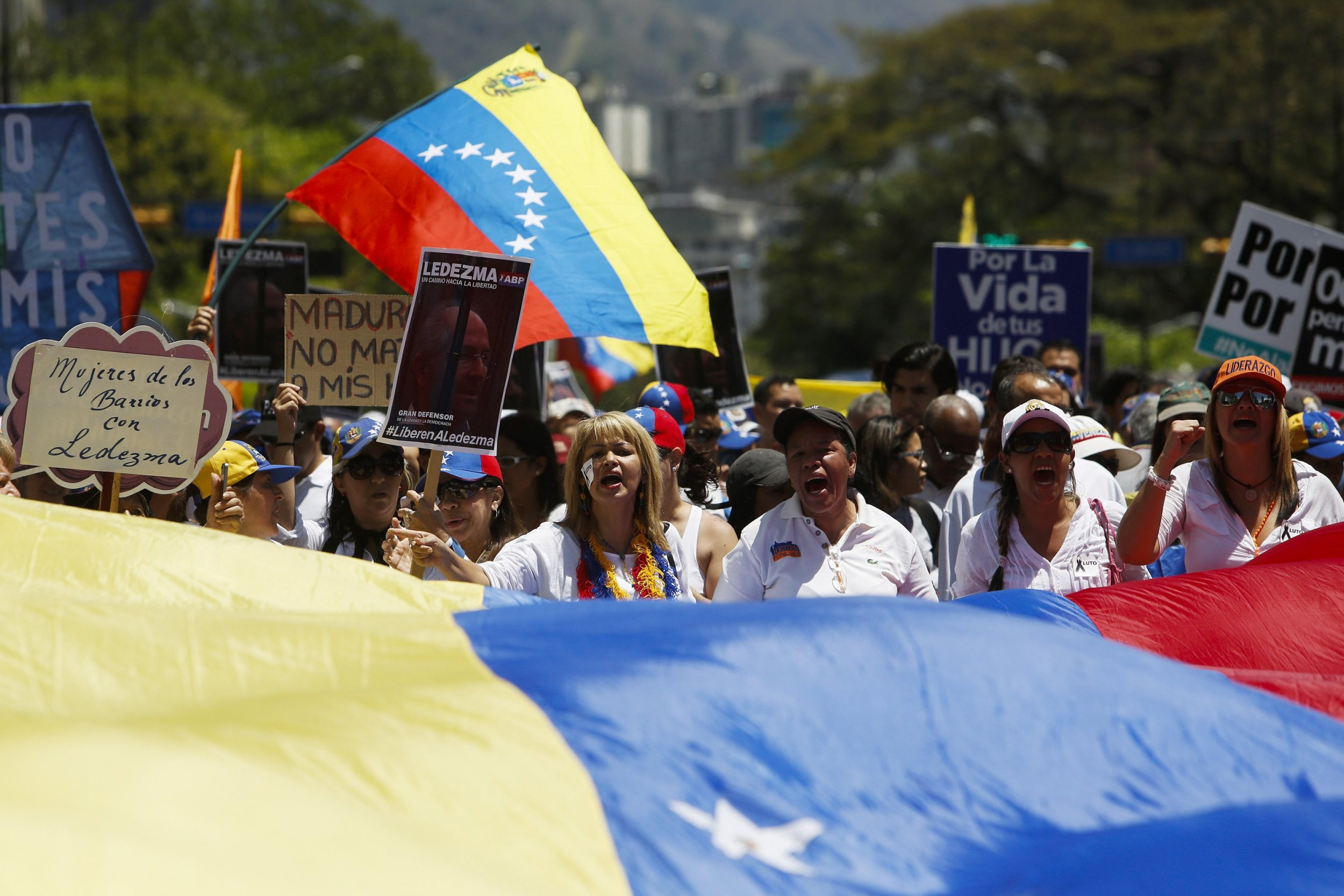 2015-03-09T163221Z_1_LYNXMPEB280SC_RTROPTP_4_VENEZUELA-POLITICS