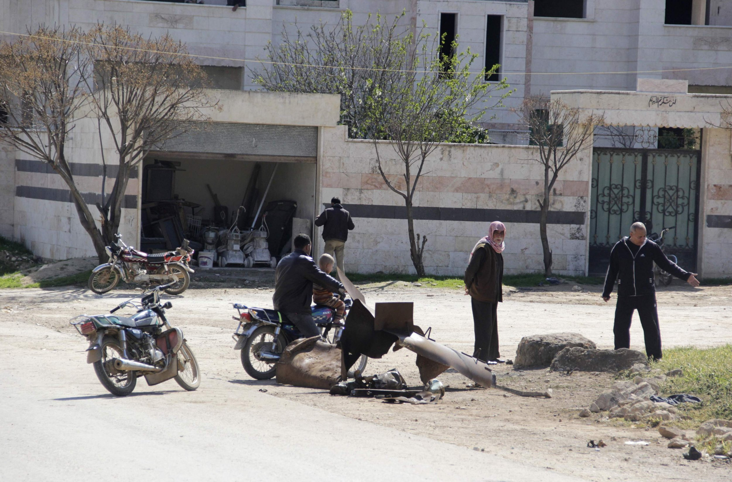 2015-03-17T120400Z_808251498_GM1EB3H1JK301_RTRMADP_3_MIDEAST-CRISIS-SYRIA-CHEMICALWEAPONS