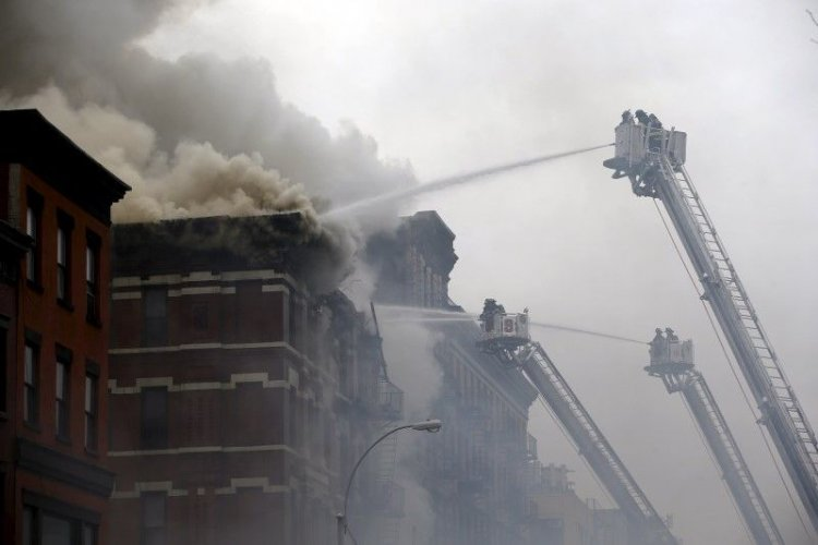 2015-03-26T213414Z_2_LYNXMPEB2P1B3_RTROPTP_3_USA-NEW-YORK-COLLAPSE