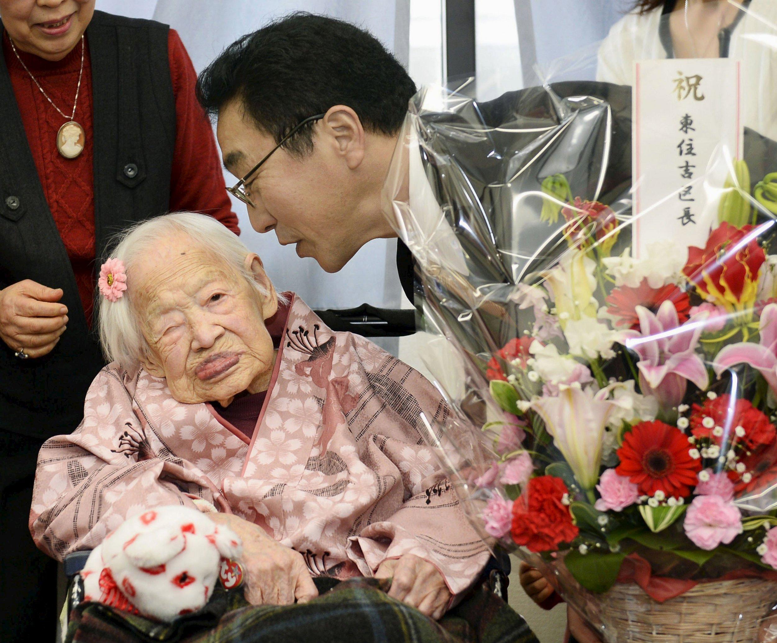 2015-04-01T031852Z_1786456498_GF10000045791_RTRMADP_3_JAPAN-OLDESTWOMAN