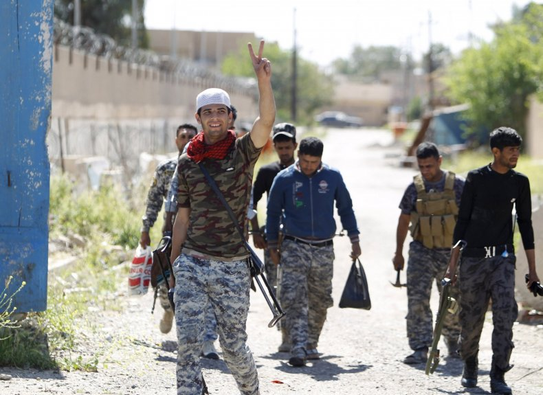 2015-04-02T194659Z_864783561_GF10000047692_RTRMADP_3_MIDEAST-CRISIS-IRAQ-TIKRIT