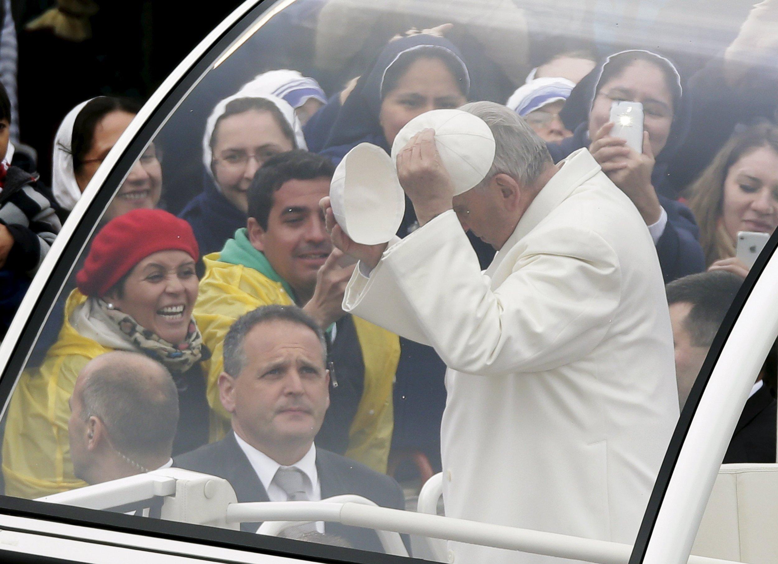 2015-04-05T192237Z_2_LYNXMPEB3403K_RTROPTP_4_RELIGION-EASTER-POPE