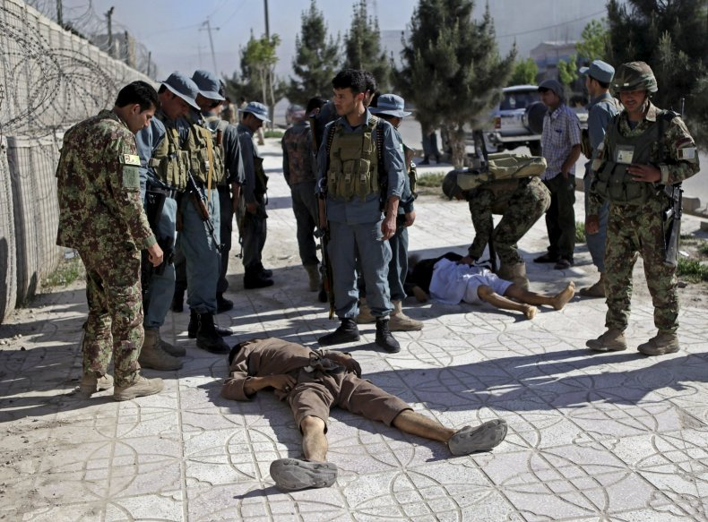 2015-04-09T130408Z_1804181614_GF10000053606_RTRMADP_3_AFGHANISTAN-ATTACK