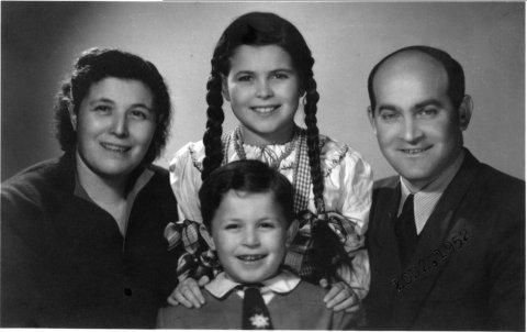 1952_Lodz_Family photo, mother Dora, sister Ania, father Nachman
