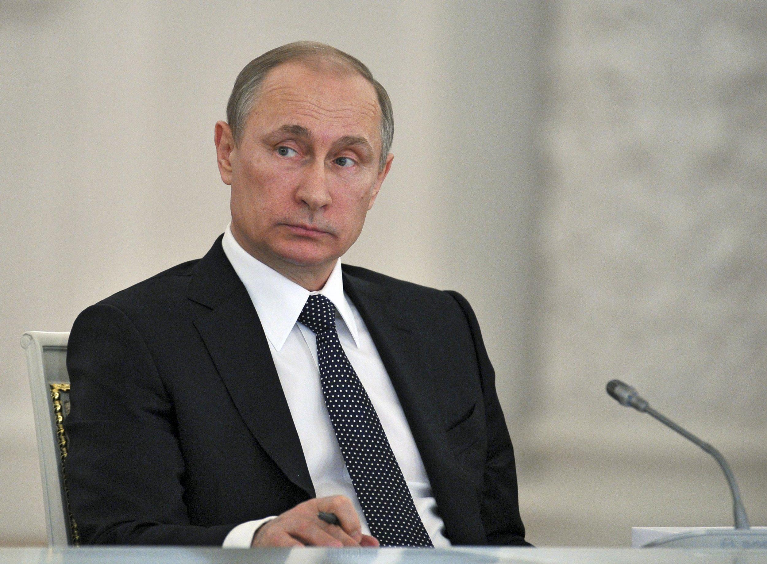 2015-04-15T142503Z_1_LYNXMPEB3E0P3_RTROPTP_4_RUSSIA-POLITICS