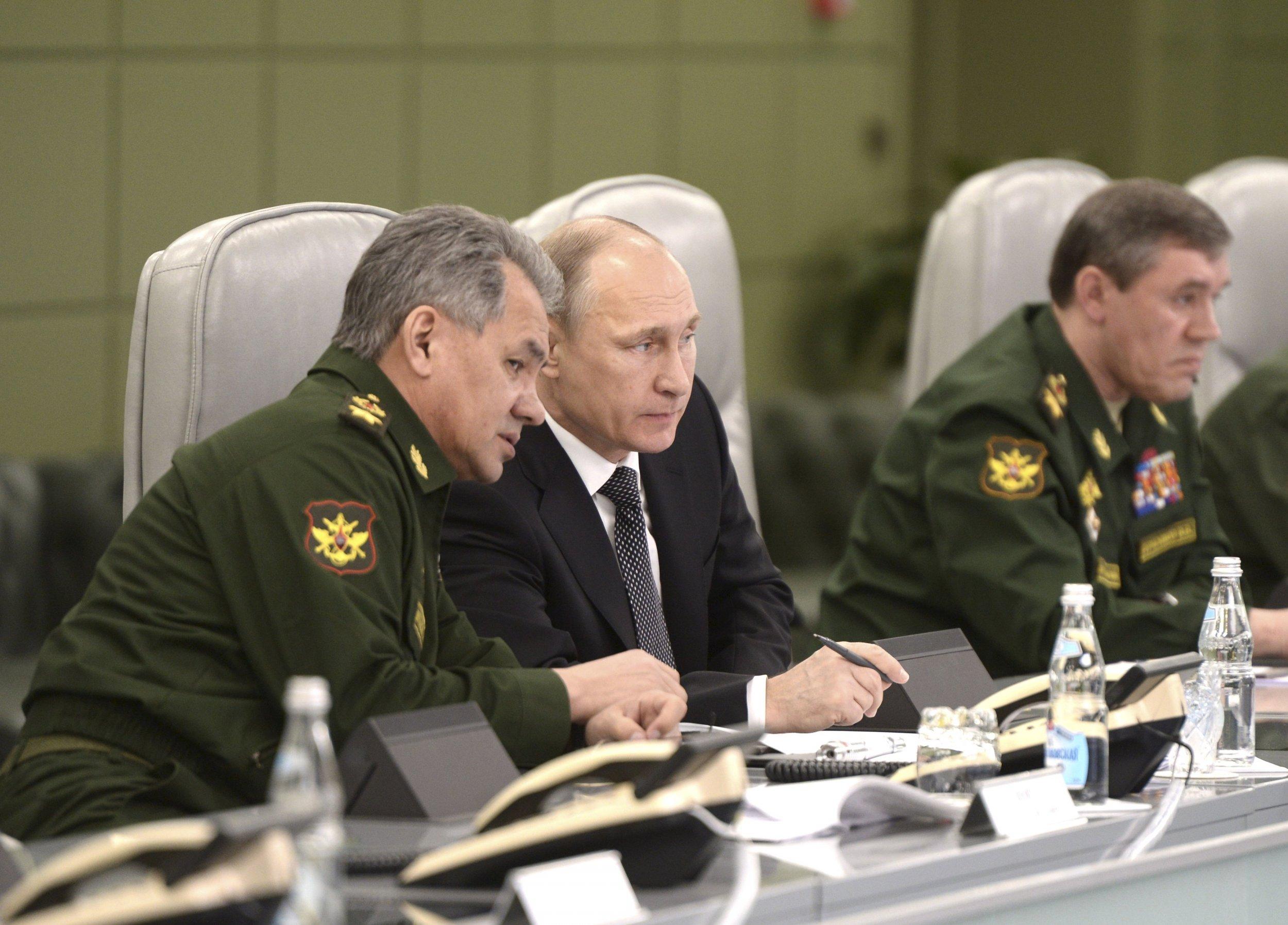 2015-04-17T100849Z_1044337092_GF10000062507_RTRMADP_3_RUSSIA-POLITICS