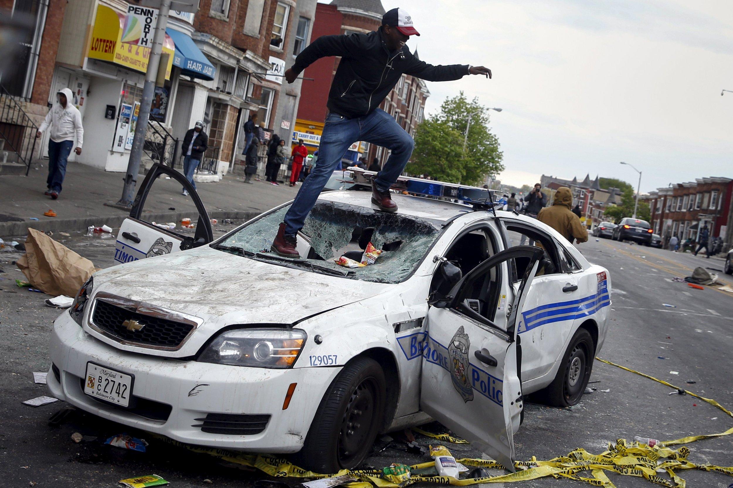2015-04-27T230835Z_48661891_GF10000075321_RTRMADP_3_USA-POLICE-BALTIMORE