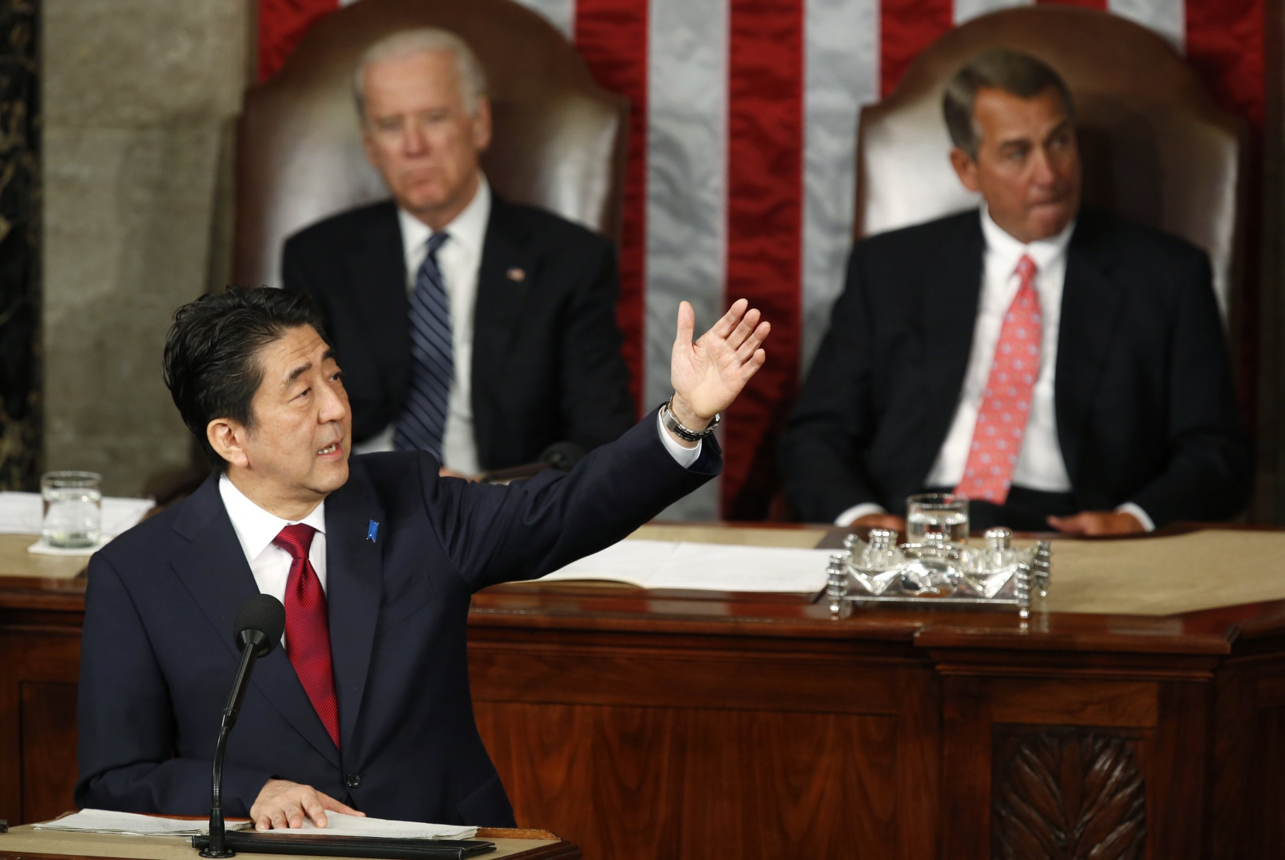 abe stops short of apologizing for WWII