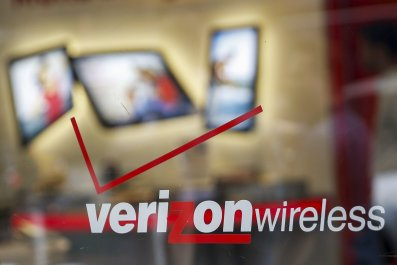Verizon-AOL Deal Aims to Turn Phones Into TVs By Late Summer